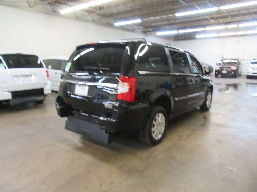 Black Chrysler Town and Country image number 5