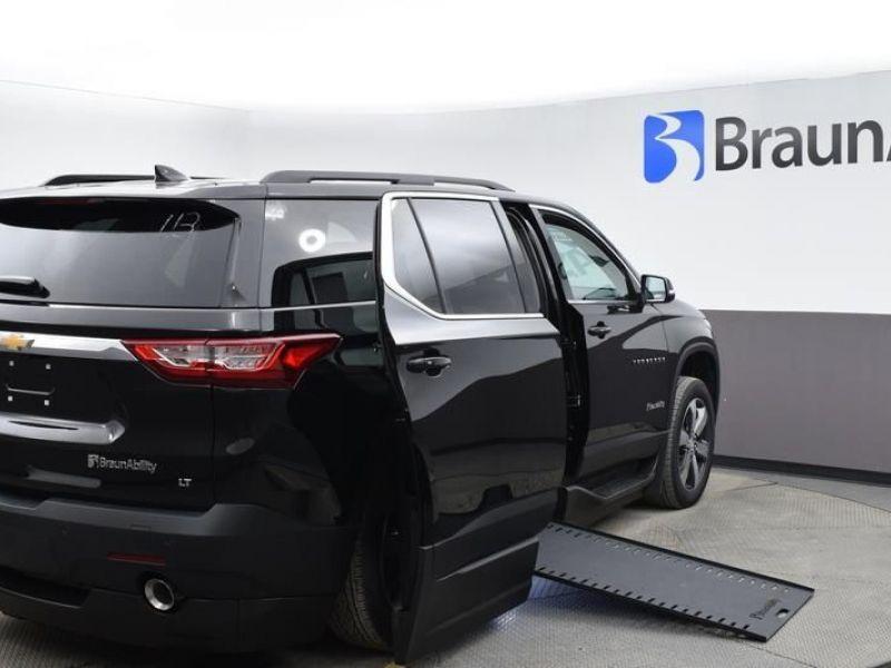 Black Chevrolet Traverse image number 6