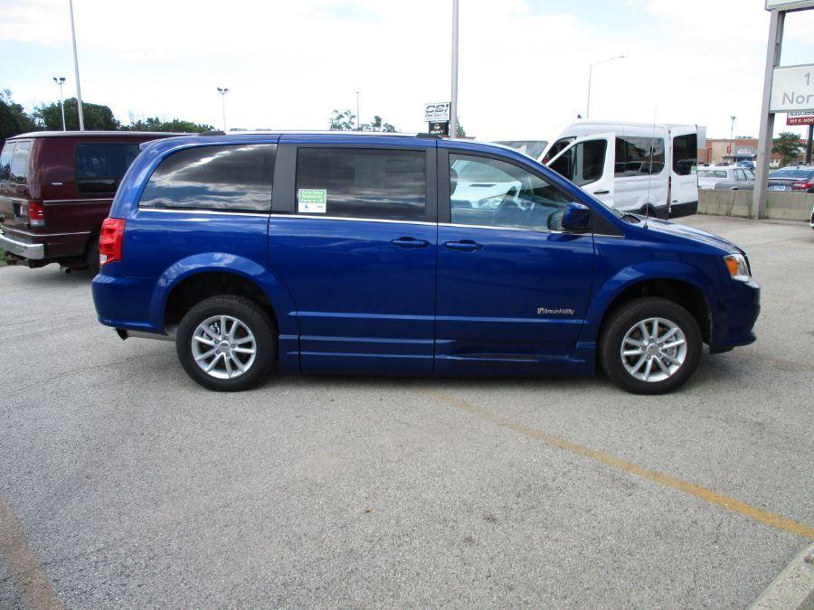 Blue Dodge Grand Caravan image number 18