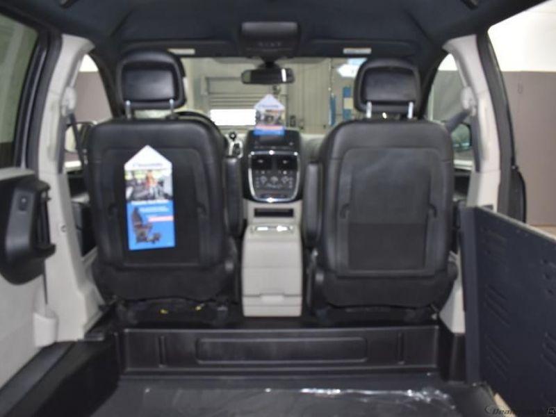 Gray Dodge Grand Caravan image number 11