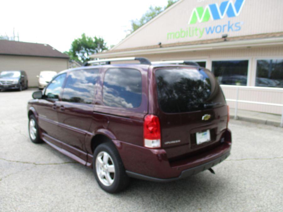 Red Chevrolet Uplander image number 10