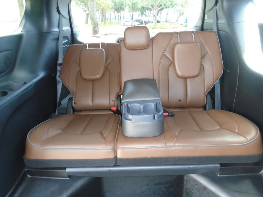 Brown Chrysler Pacifica image number 11