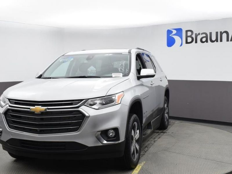 Silver Chevrolet Traverse image number 2