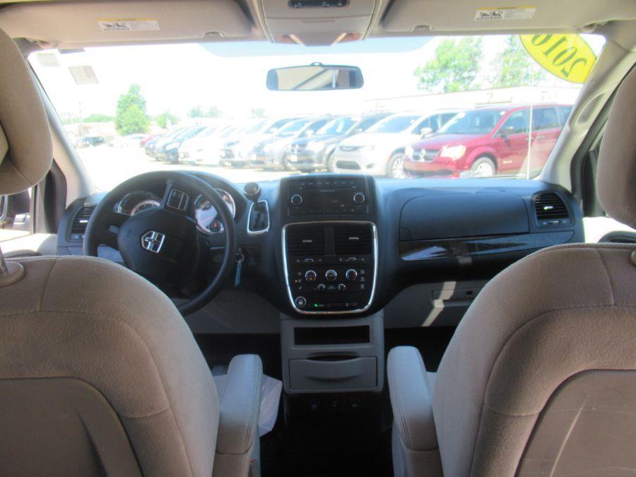 Silver Dodge Grand Caravan image number 10