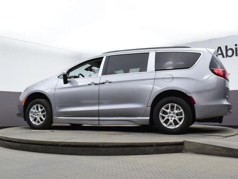 Silver Chrysler Voyager image number 24