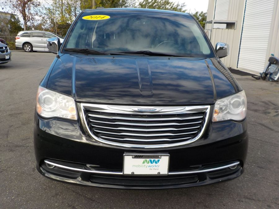 Black Chrysler Town and Country image number 1