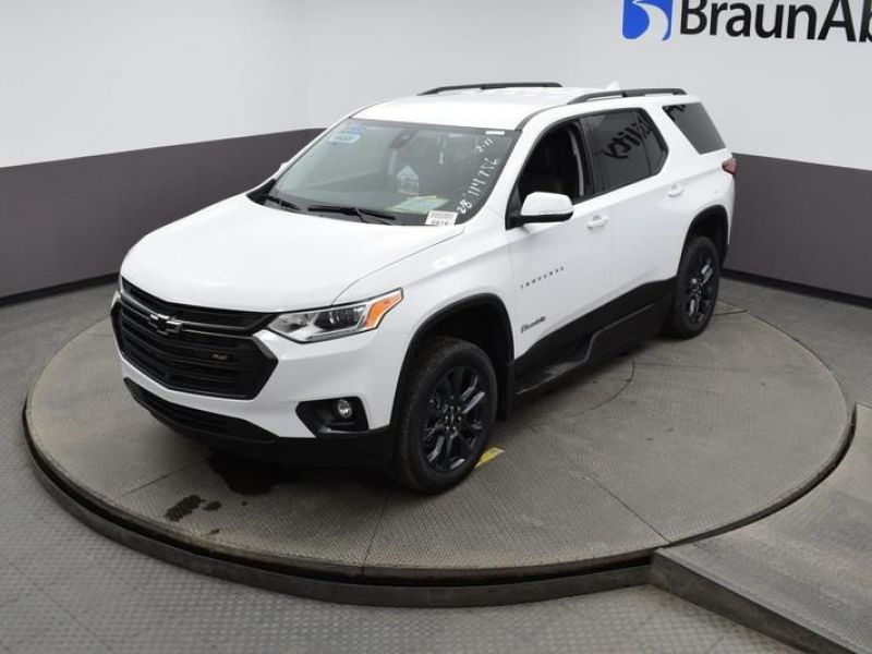 White Chevrolet Traverse image number 21