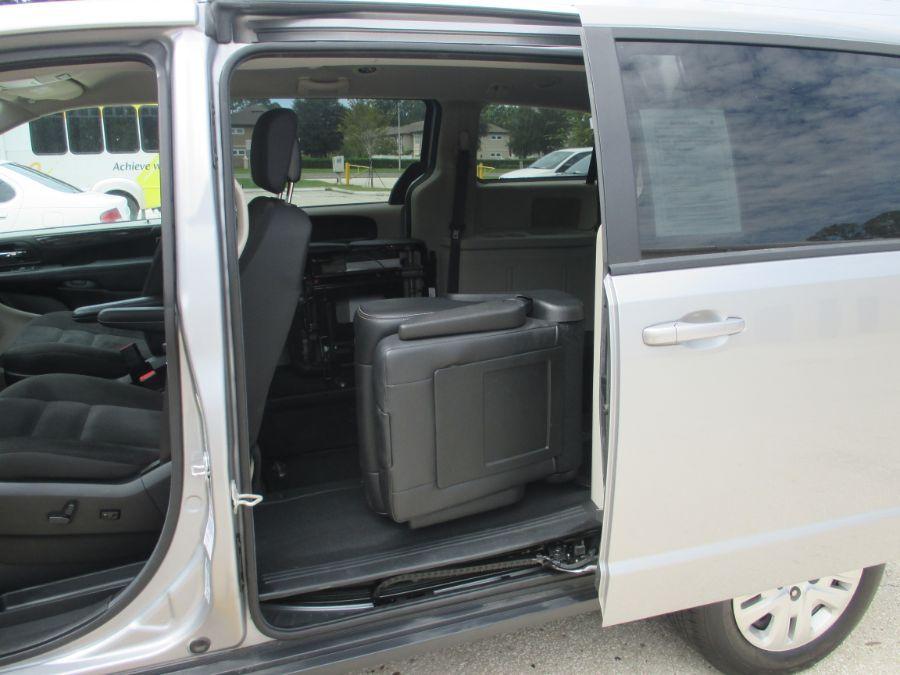 Silver Dodge Grand Caravan image number 11