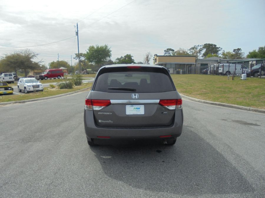 Brown Honda Odyssey image number 4