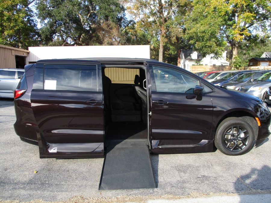 Brown Chrysler Pacifica image number 7