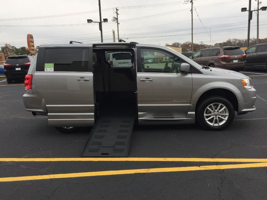 Silver Dodge Grand Caravan image number 33