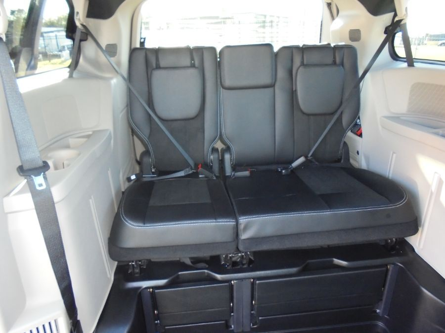 Blue Dodge Grand Caravan image number 13