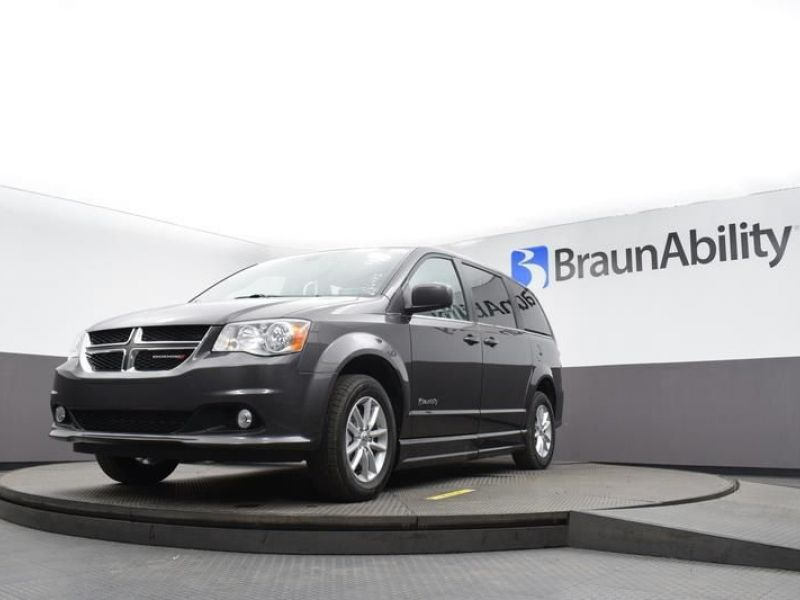 Gray Dodge Grand Caravan image number 29