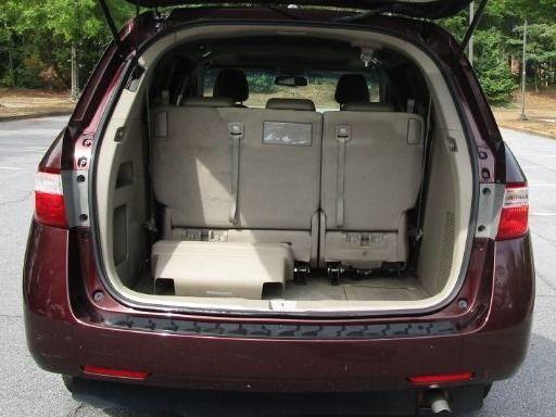 Red Honda Odyssey image number 13