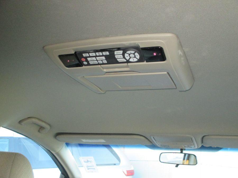 Red Honda Odyssey image number 12
