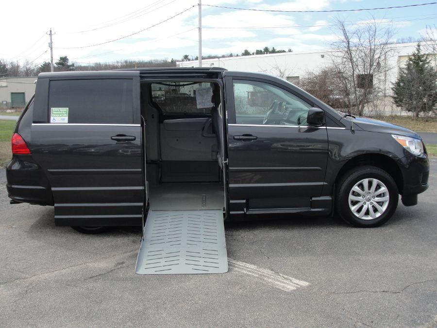 Gray Volkswagen Routan image number 1