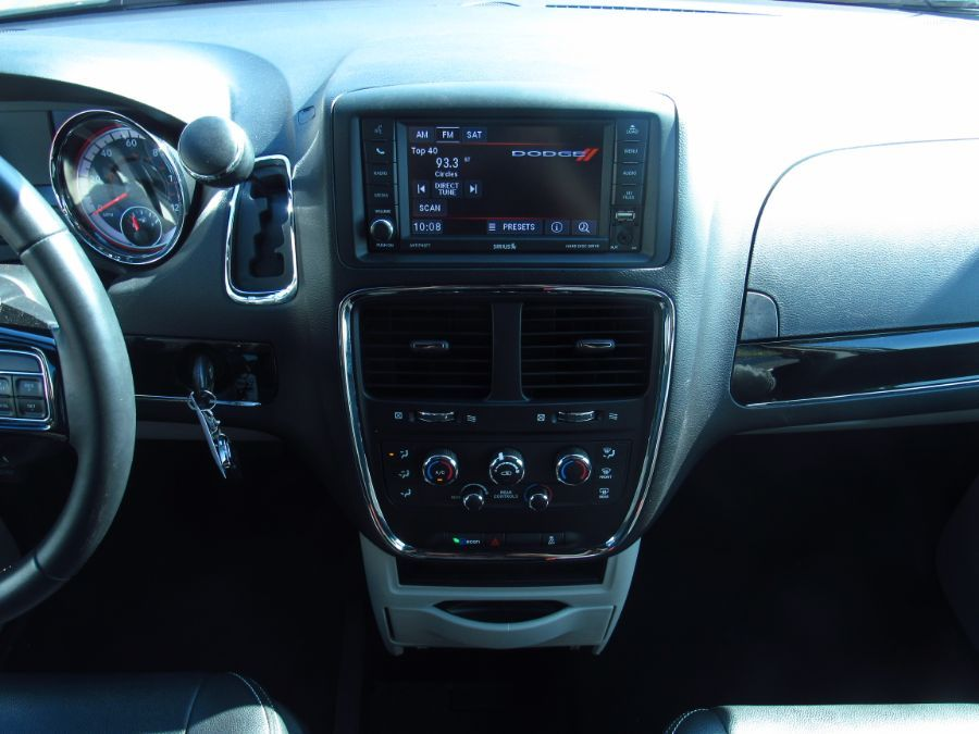 Silver Dodge Grand Caravan image number 11
