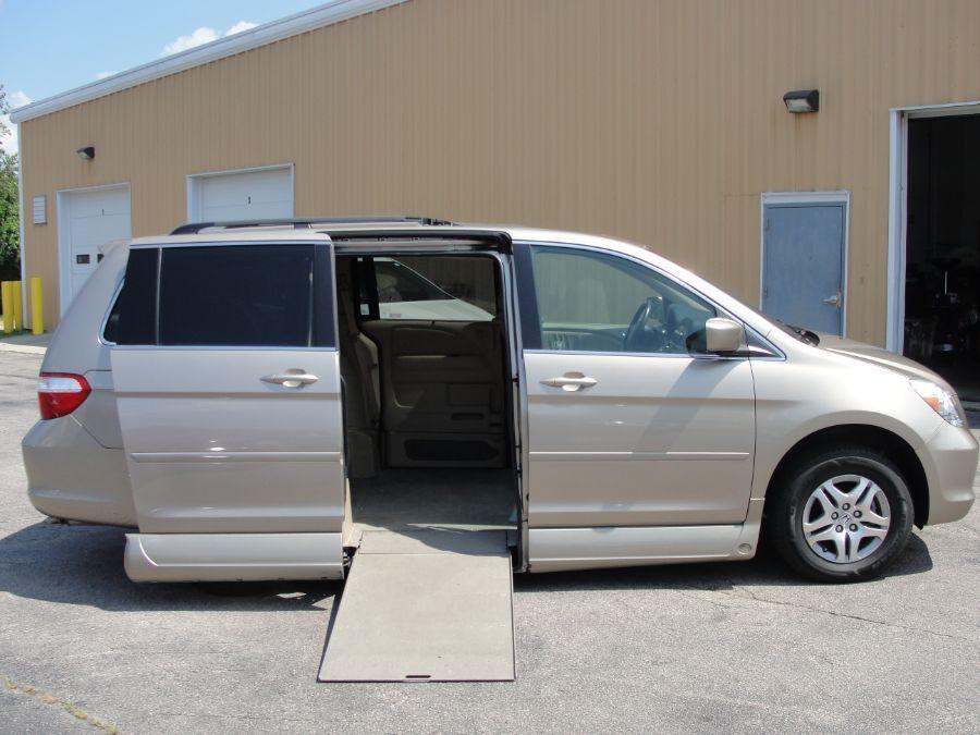 Gold Honda Odyssey image number 1