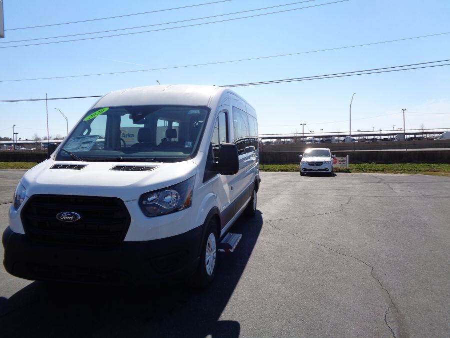 White Ford T350 image number 2