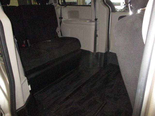 Gold Dodge Grand Caravan image number 17