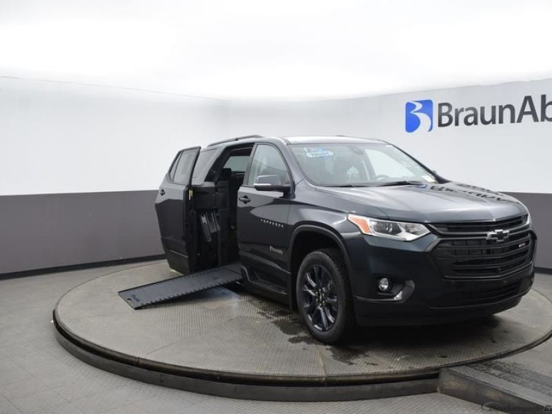 Gray Chevrolet Traverse image number 1