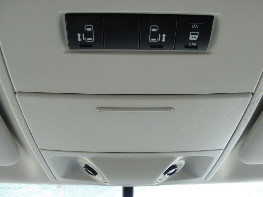 Gray Volkswagen Routan image number 12