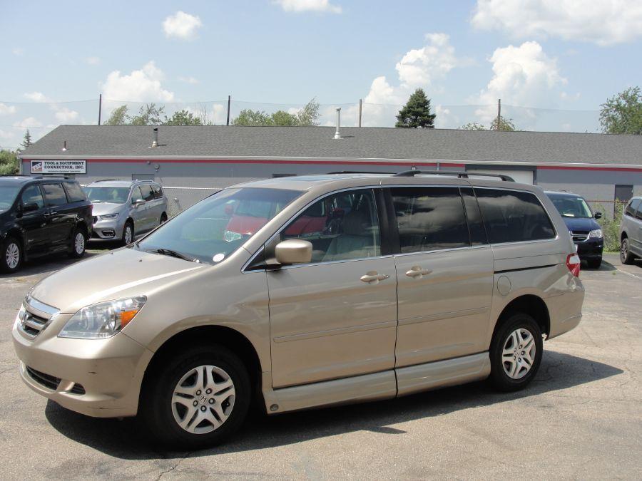 Gold Honda Odyssey image number 3