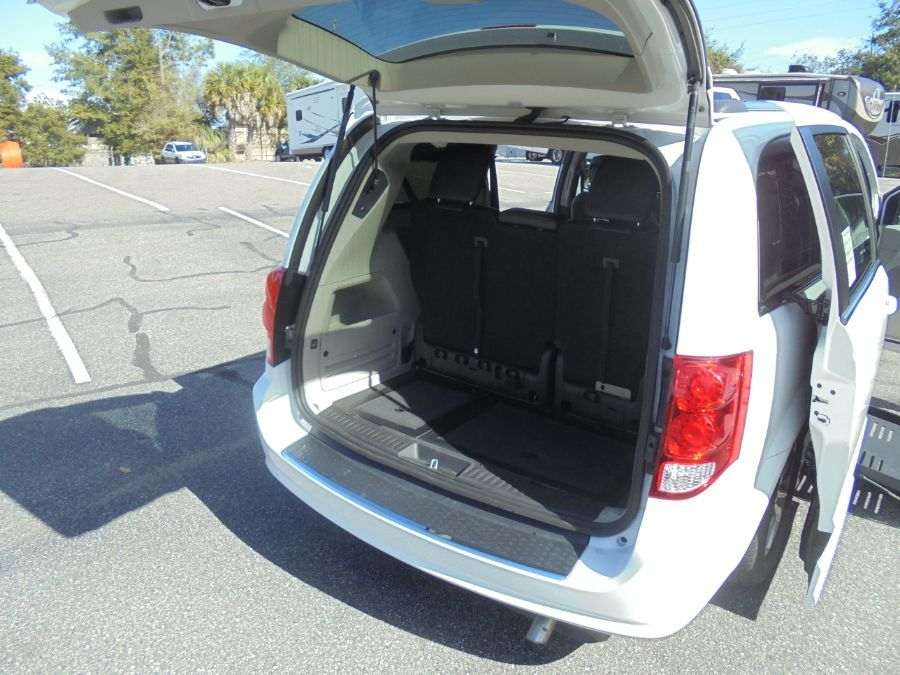 White Dodge Grand Caravan image number 26