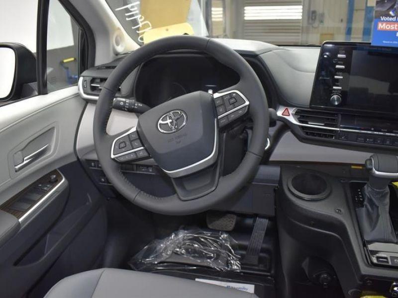 Black Toyota Sienna image number 11