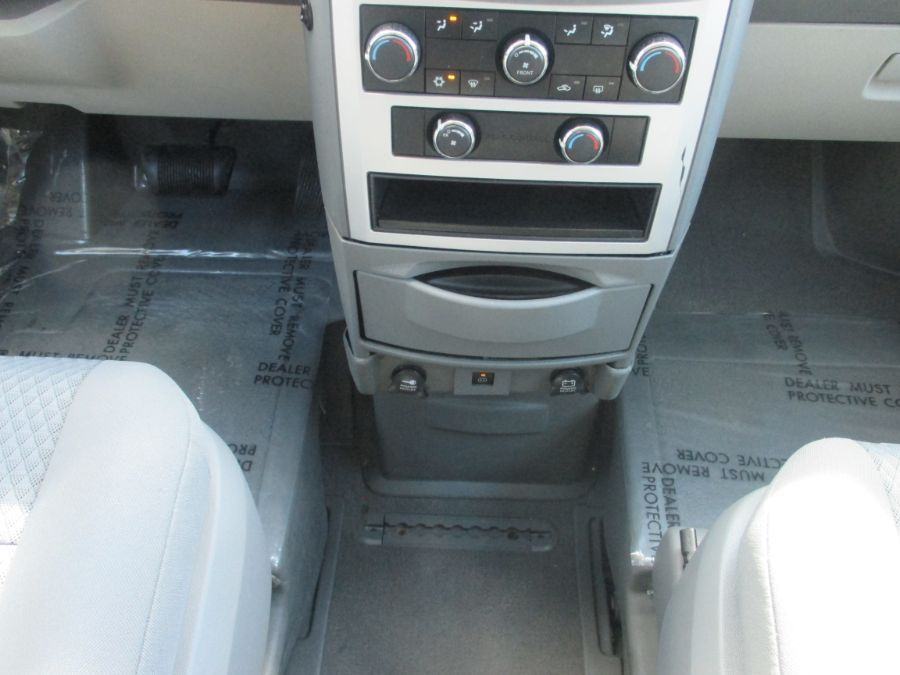 White Chrysler Town and Country image number 11