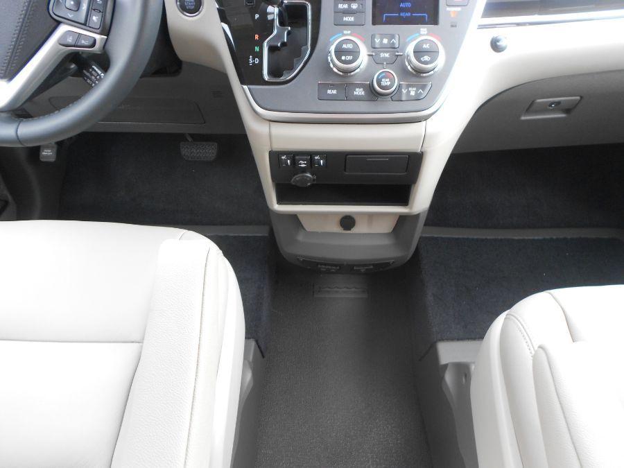 Brown Toyota Sienna image number 11