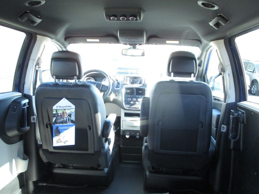 Blue Dodge Grand Caravan image number 27