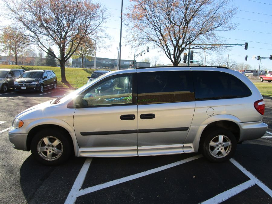 Dodge Grand Caravan image number 4