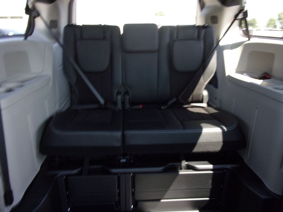 Blue Dodge Grand Caravan image number 16