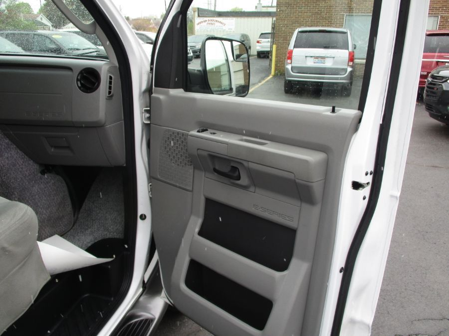 White Ford E-Series Cargo image number 21
