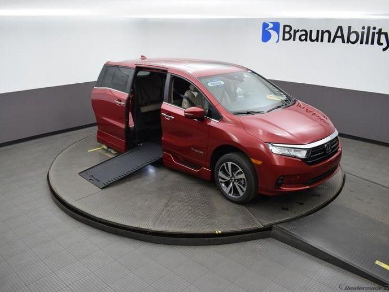 Red Honda Odyssey image number 20