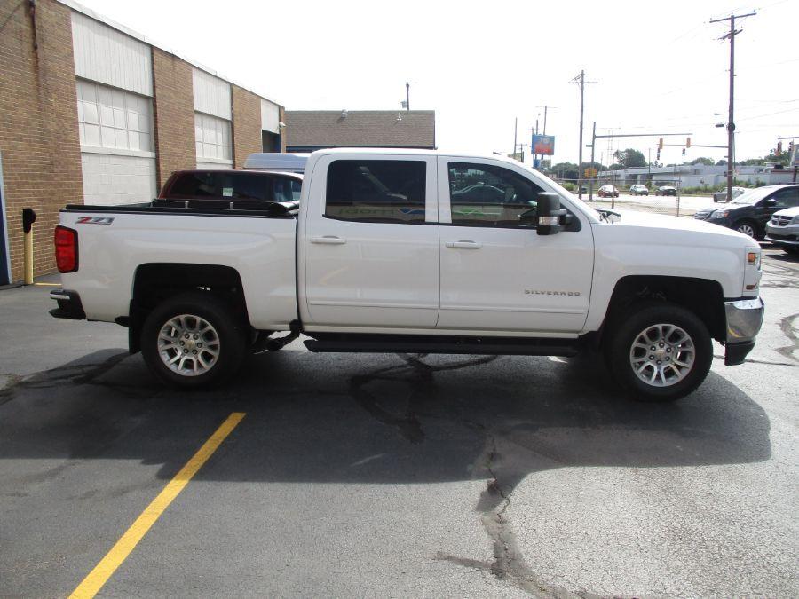 White Chevrolet Silverado 1500 image number 4