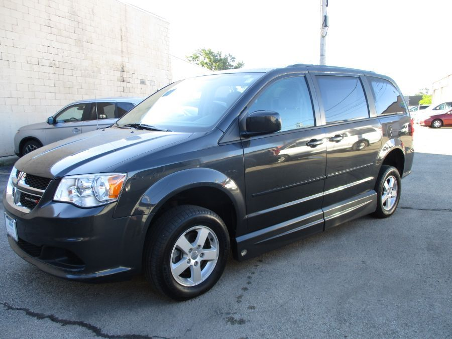 Dodge Grand Caravan image number 2