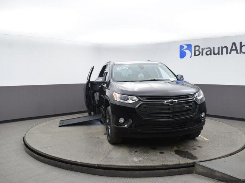 Black Chevrolet Traverse image number 1