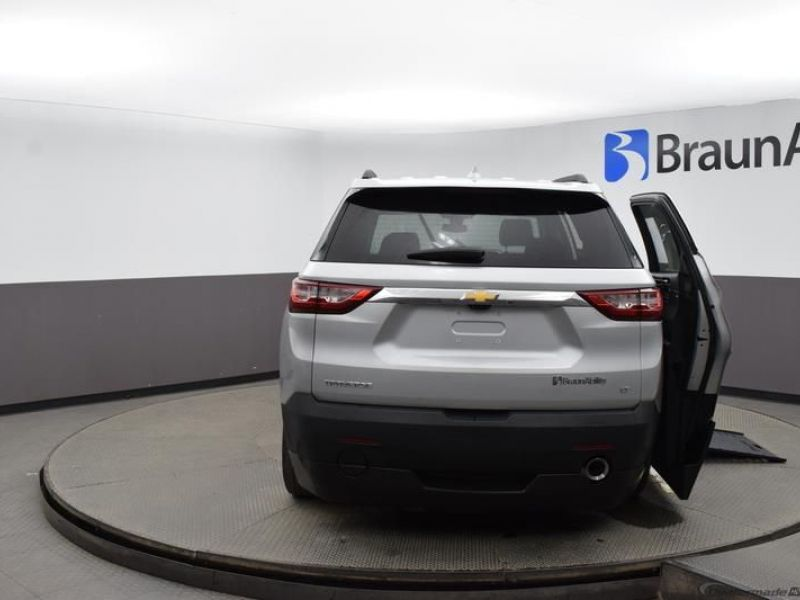 Silver Chevrolet Traverse image number 5