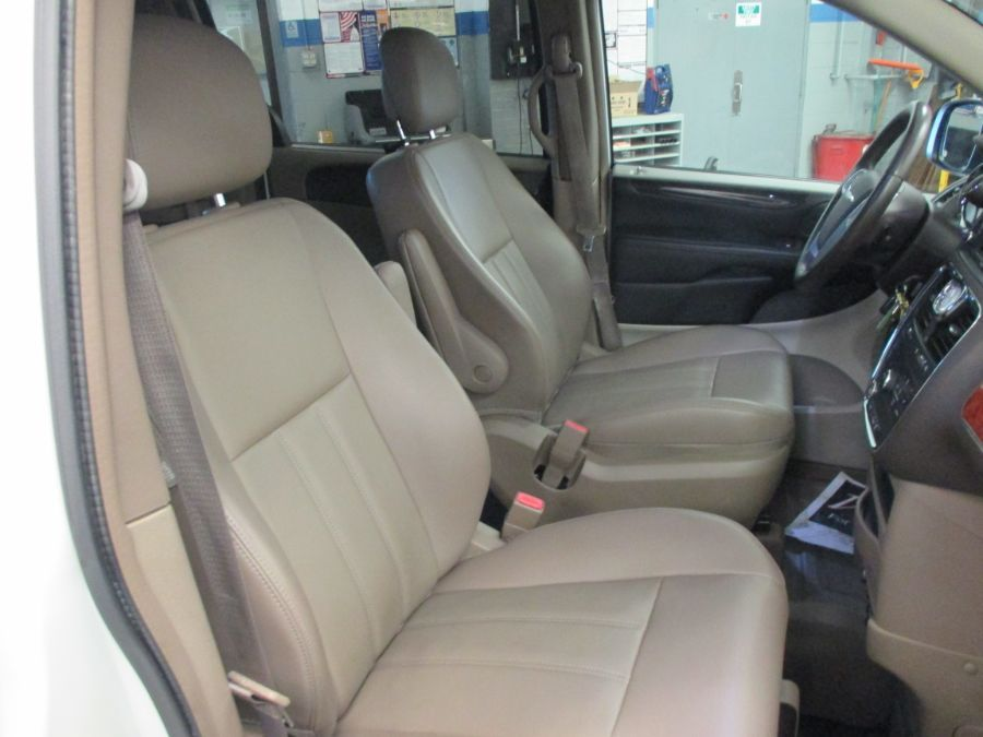 White Chrysler Town and Country image number 12