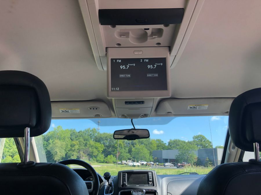 Silver Chrysler Town and Country image number 14
