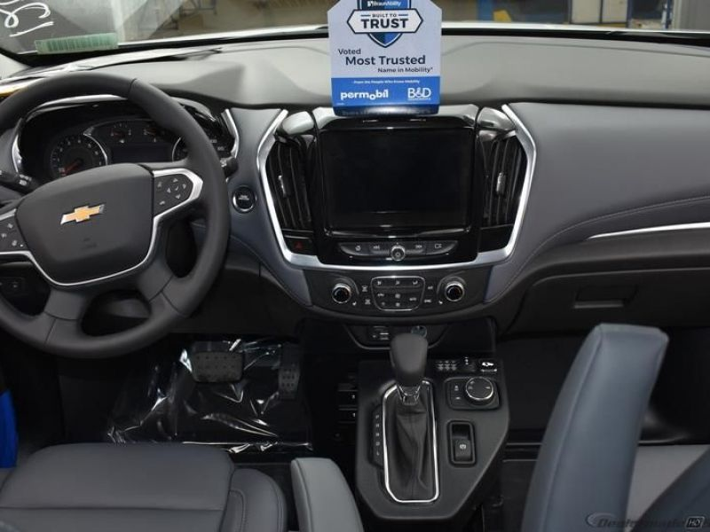 Silver Chevrolet Traverse image number 13