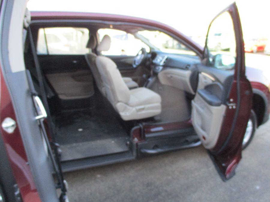 Red Honda Pilot image number 13