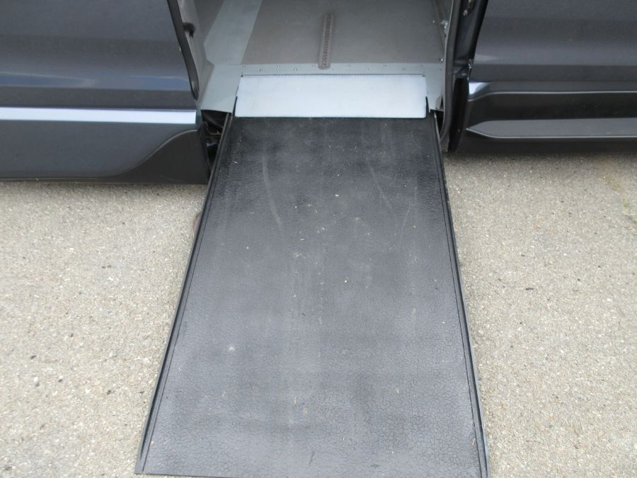 Toyota Sienna with Side Entry Automatic In Floor ramp