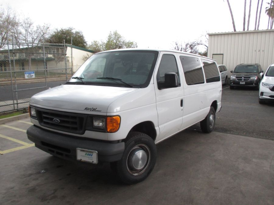 White Ford E-Series Cargo image number 2
