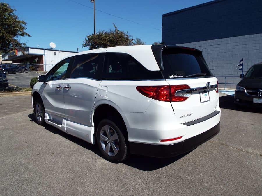 White Honda Odyssey image number 9