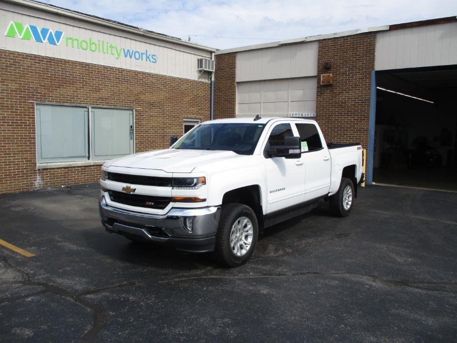 White Chevrolet Silverado 1500 image number 1