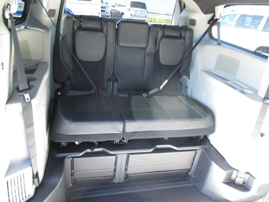 Blue Dodge Grand Caravan image number 25