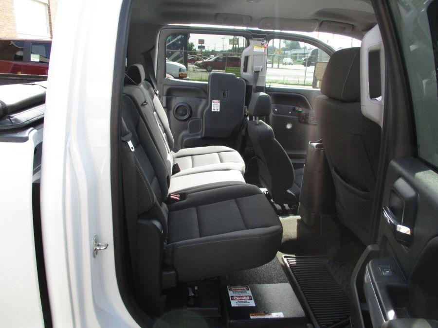 White Chevrolet Silverado 1500 image number 25